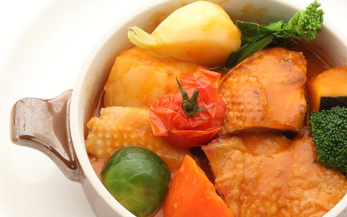 軍鶏のいろいろ部位と野菜のトマト鍋